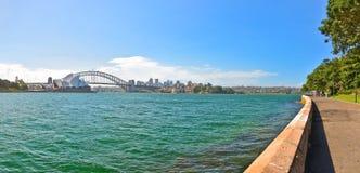 Sydney Harbor i en solig dag Arkivfoto