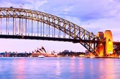 Sydney Harbor på skymning Arkivbilder