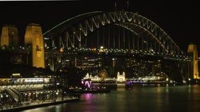 Sydney Harbour Bridge bij Nacht Stock Afbeeldingen