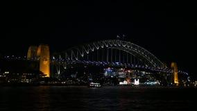 Sydney Harbour Bridge bij Nacht stock footage
