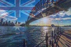 Sydney Harbour Bridge con la bandera australiana imagen de archivo