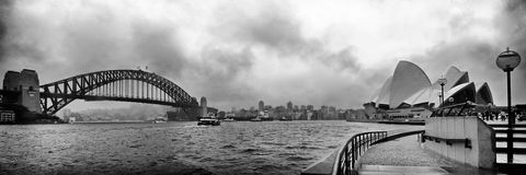 Sydney Harbour Bridge e o teatro da ópera Foto de Stock