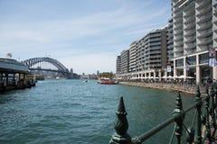 Sydney Harbour Bridge e Quay circolare Fotografie Stock Libere da Diritti