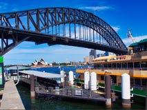 Sydney Harbour Bridge e teatro da ópera, Austrália fotos de stock