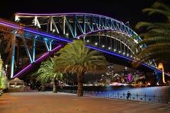 Sydney Harbour Bridge en azul y aguamarina rosados Imagen de archivo libre de regalías