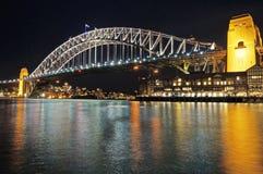 Sydney Harbour Bridge en la noche Imagen de archivo libre de regalías