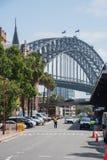 Sydney Harbour Bridge et terminal pour passagers d'outre-mer image stock