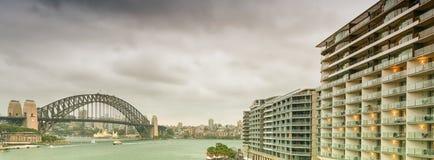 Sydney Harbour Bridge från den runda kajen Royaltyfria Foton