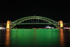 Sydney Harbour Bridge im australischen Grün und im Gold Stockfotos