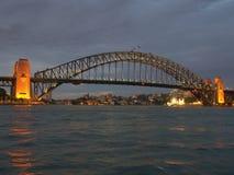 Sydney Harbour Bridge la nuit Images libres de droits
