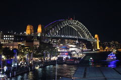 Sydney Harbour Bridge - livlig festival 2015 Royaltyfri Bild