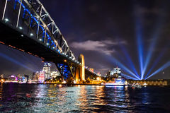 Sydney Harbour Bridge - livliga Sydney arkivfoto