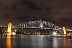Sydney Harbour Bridge na noite Fotografia de Stock Royalty Free