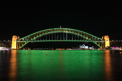 Sydney Harbour Bridge no verde australiano e no ouro Fotos de Stock