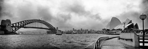 Sydney Harbour Bridge och operahuset Arkivfoto