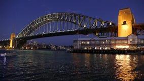 Sydney Harbour Bridge på natten - video ögla lager videofilmer