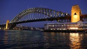 Sydney Harbour Bridge på natten - video ögla arkivfilmer