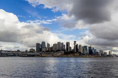 Sydney Harbour Bridge-schot tijdens een veerbootrit op donkere wi Royalty-vrije Stock Fotografie