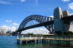 Sydney Harbour Bridge sikt från den norr kusten Kirribilli, kopieringsutrymme Royaltyfria Bilder