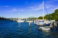Sydney Harbour Bridge som ses från sniglar, skäller i förorten av Birc Royaltyfri Bild
