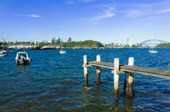Sydney Harbour Bridge som ses från sniglar, skäller i förorten av Birc Royaltyfria Bilder