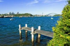 Sydney Harbour Bridge som ses från sniglar, skäller i förorten av Birc Royaltyfri Fotografi