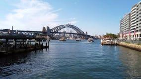 Sydney Harbour Bridge und Kreis-Quay, Sydney, Australien stock footage
