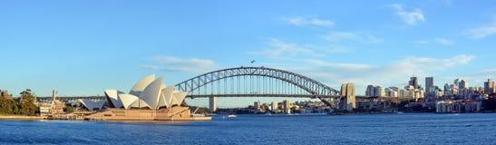 Sydney Harbour, bro- & operahuspanorama Arkivbilder