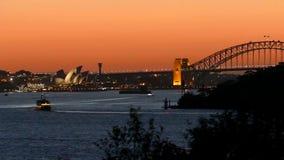Sydney Harbour en puesta del sol en la oscuridad almacen de metraje de vídeo