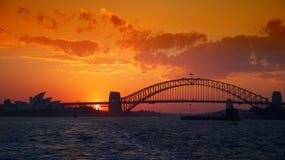 Sydney Harbour met Oranje Zonsondergang Stock Afbeelding