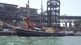 Sydney Harbour, navi alte abbellisce il porto il giorno dell'Australia, NSW, Australia immagini stock libere da diritti