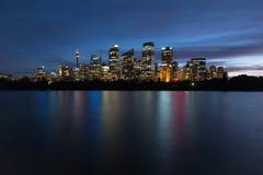 Sydney horisont på natten, New South Wales, Australien Royaltyfri Bild