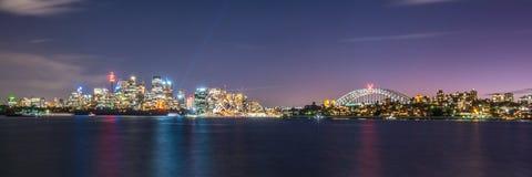 Sydney horisont på natten, New South Wales, Australien Arkivfoton