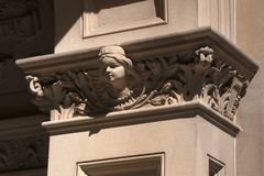 Sydney Hospital-ingang, zandsteendecoratie van een engel of meisje royalty-vrije stock foto's