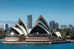 Sydney le 15 novembre 2017 - la lumière du soleil se reflète outre de Sydney Ope photo stock