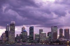 Sydney linia horyzontu Przy półmrokiem zdjęcie royalty free