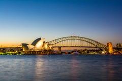 Sydney linii horyzontu opera i Bridżowy Ikonowy zmierzch, Australia Fotografia Stock