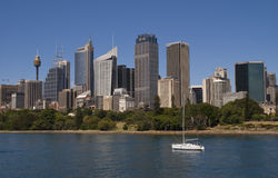 Sydney: Lone yacht with skyline as backdrop Royalty Free Stock Image