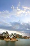 Sydney med operahuset i förgrunden, Australien Arkivbilder