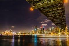 Sydney miasta linia horyzontu przy nocą zdjęcie stock