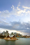 Sydney mit dem Opernhaus im Vordergrund, Australien Stockbilder