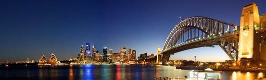Sydney-NachtSkyline-Panorama Stockbild
