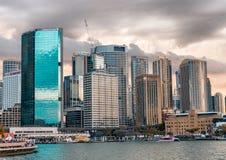 SYDNEY - NOVEMBER 201: Sydney Harbour strandbyggnader Sydn Royaltyfri Fotografi