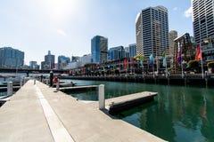 Sydney, NSW/Australia: Distrito financeiro central - Darling Harbour na noite foto de stock royalty free