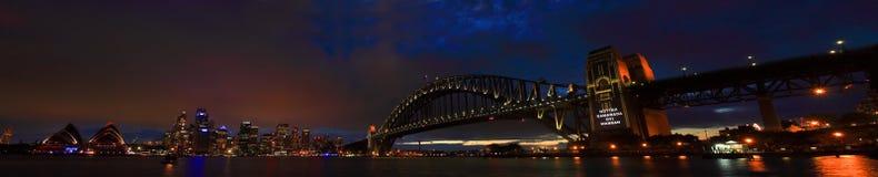 SYDNEY NSW/AUSTRALIAER: Panoramat beskådar av den Sydney hamnen. arkivbilder
