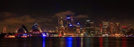 SYDNEY NSW/AUSTRALIAER: Panoramat beskådar av den Sydney hamnen. arkivbild