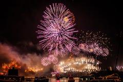 Sydney NYE 2015 Feuerwerke und Boote Stockbilder