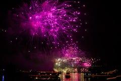 Sydney NYE 2015 fuegos artificiales rosados Fotografía de archivo