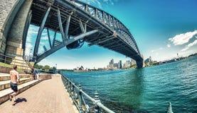 SYDNEY - OCTUBRE DE 2015: Sydney Harbour Bridge Sydney atrae 20 Imagen de archivo libre de regalías