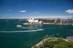 Sydney-oktober 2009: De haven van Sydney kijkt van de brug van de Haven. Stock Afbeelding